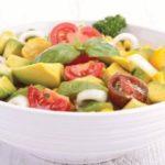 Салат из авокадо и свежих овощей